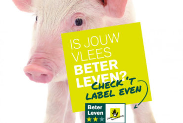 De Beter Leven week poster met een varken op de achtergrond